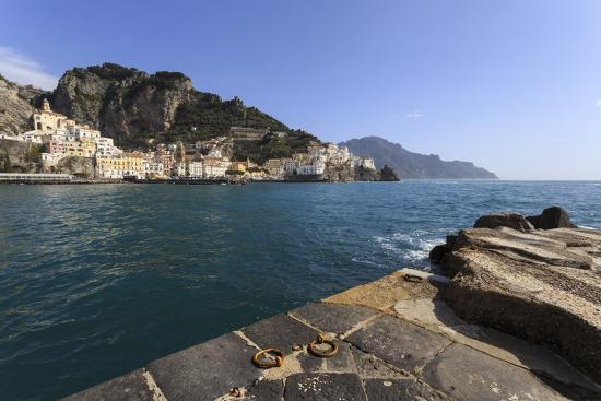 eleanor-scriven-amalfi-harbour-quayside-and-view-towards-amalfi-town