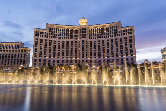 eleanor-scriven-bellagio-at-dusk-with-fountains-the-strip-las-vegas-nevada-usa