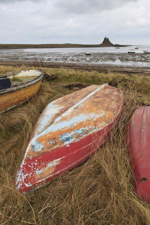 eleanor-scriven-old-brightly-painted-fishing-boats-and-lindisfarne-castle-in-winter-holy-island-northumberland
