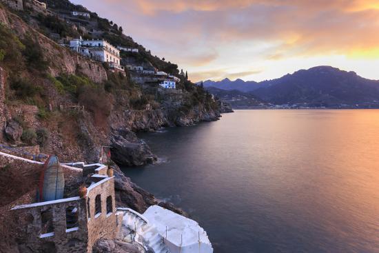 eleanor-scriven-sunrise-dawn-on-the-costiera-amalfitana-amalfi-coast-view-towards-maiori-campania-italy