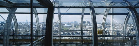 elevated-walkway-in-a-museum-pompidou-centre-beauborg-paris-france