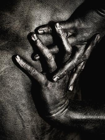 elisa-lazo-de-valdez-painted-hands-on-bare-skin