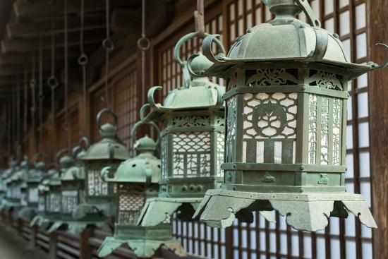 elwynn-japanese-style-bronze-lantern-hanging-up-in-the-shrine-of-kasuga-taisha-in-nara-japan
