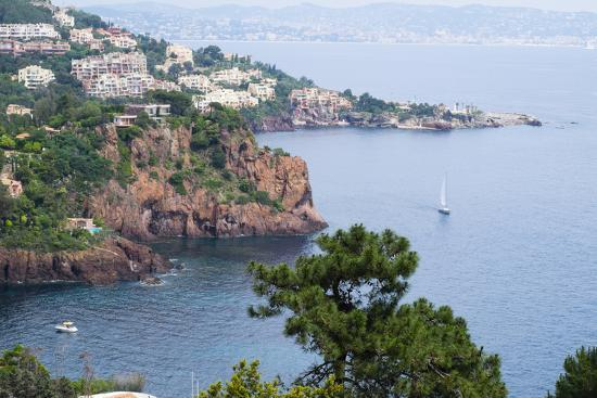 emily-wilson-france-cote-d-azur-also-called-the-french-riviera-is-the-mediterranean-coastline