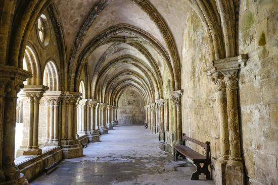 emily-wilson-portugal-coimbra-old-cathedral-cloister-archways-walking-paths-courtyard