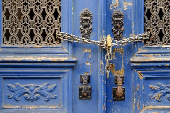 emily-wilson-portugal-lisbon-historic-alfama-district-blue-door-with-chain-lock