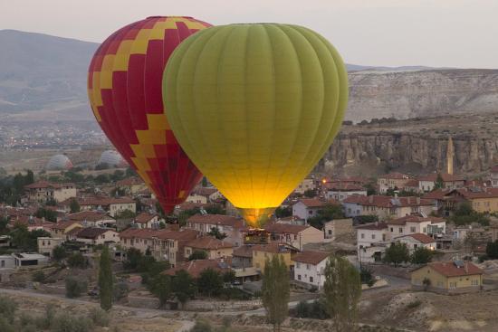 emily-wilson-turkey-cappadocia-hot-air-ballooning-in-turkey-goreme-valley-near-cappadocia