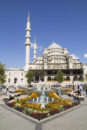 emily-wilson-turkey-istanbul-the-exterior-of-yeni-cami-mosque-is-located-in-eminonu-neighborhood-of-istanbul