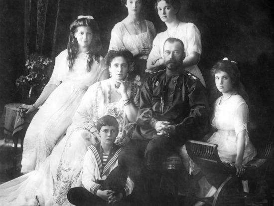 emperor-nikolai-ii-and-empress-alexandra-feodorovna-with-their-children