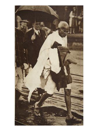 english-photographer-gandhi-visiting-london-for-round-table-conferences-september-1930