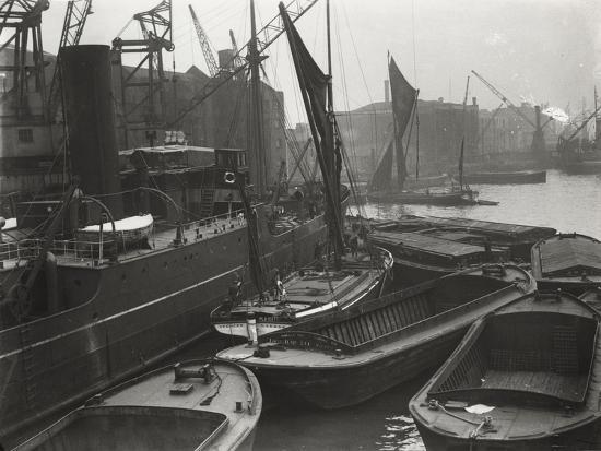 entrance-to-st-katharine-s-dock-london-c1925