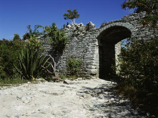 entrance-to-the-church-fort-seope-antigua