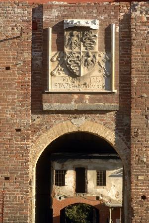 entrance-to-visconti-sforza-castle-13th-15th-century-and-visconti-coat-of-arms