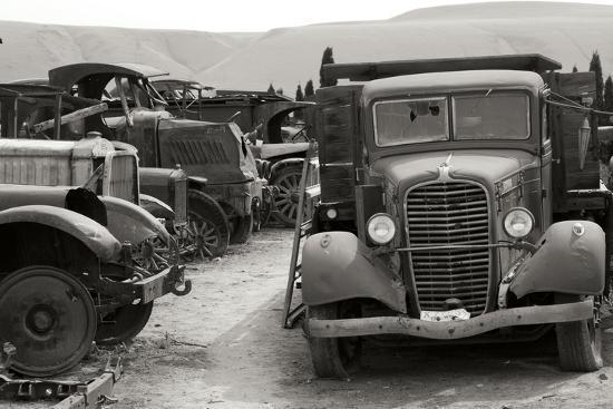 erin-berzel-antique-car-graveyard-2