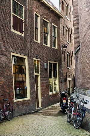 erin-berzel-old-centre-amsterdam