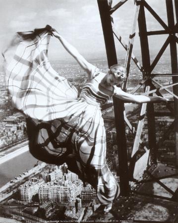 erwin-blumenfeld-sur-la-tour-eiffel-c-1938