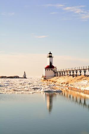 erynnz-lighthouse-on-sunny-winter-day