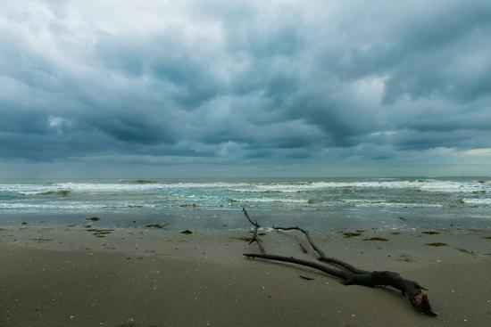 etabeta-the-sea-in-a-cloudy-day-in-winter