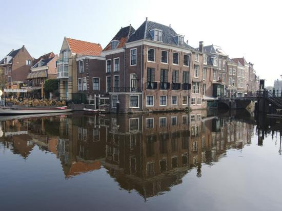 ethel-davies-canals-at-the-centre-of-the-old-town-leiden-netherlands-europe
