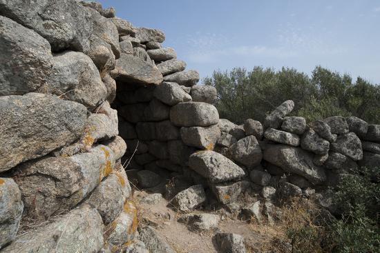 ethel-davies-nuraghe-tuttusoni-one-of-the-nuraghic-ruins-in-the-province-of-gallura-sardinia-italy