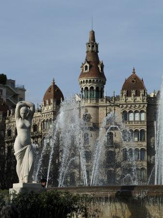 ethel-davies-placa-catalunya-barcelona-catalonia-spain