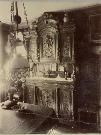 eugene-atget-interior-of-the-home-of-an-employee-in-the-louvre-shops-rue-st-jacques-paris-1910