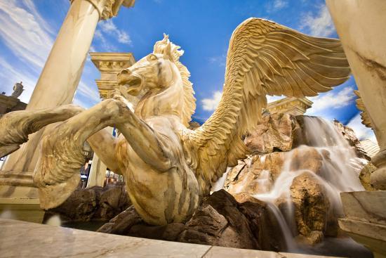 evantravels-horse-sculpture