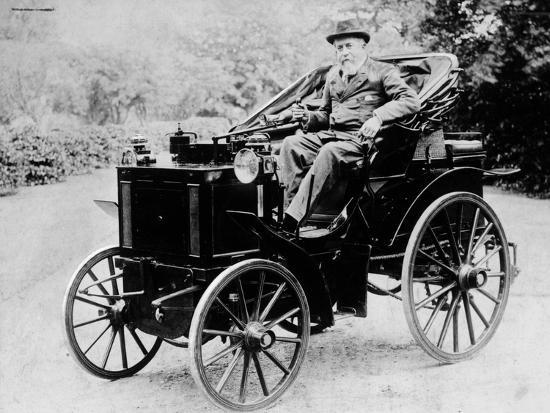 evelyn-ellis-driving-an-1895-panhard-1895