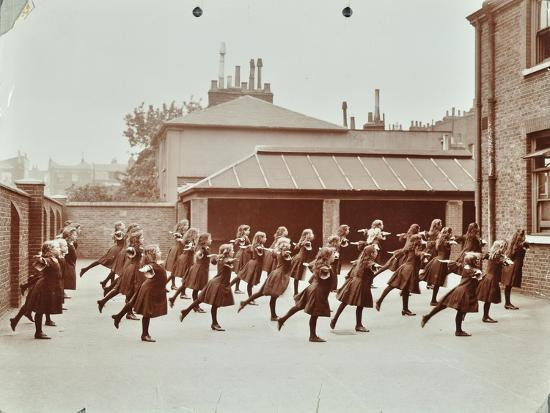 exercise-class-buckingham-street-school-islington-london-1906