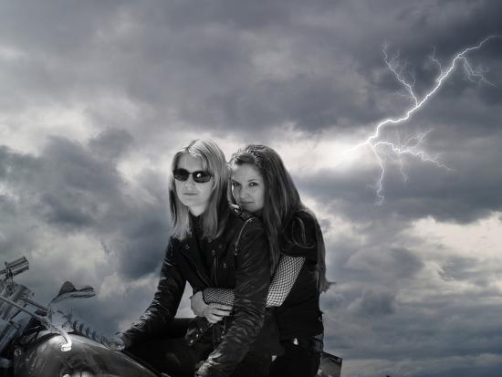 exploding-art-brisa-flo-storm-riders