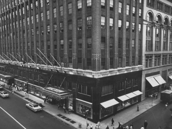 exterior-view-of-the-bloomingdales-department-store