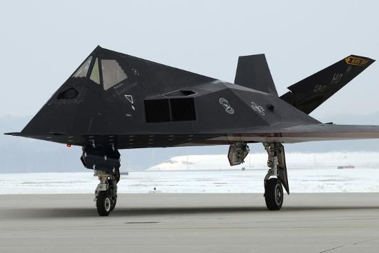 f-117-nighthawk-stealth-fighter-at-its-retirement-ceremony-ohio-2009