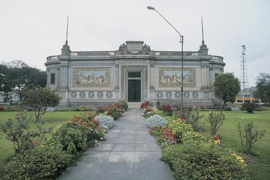 facade-of-a-museum-lima-peru