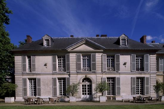 facade-of-chateau-de-vilmorin-verrieres-le-buisson-ile-de-france-france-17th-19th-century