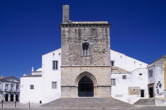 faro-cathedral-with-gothic-foundations-and-renaissance-interior