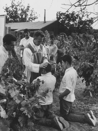 father-thomas-mccullough-holding-religious-service-for-migrant-mexican-farm-laborers-in-a-work-camp