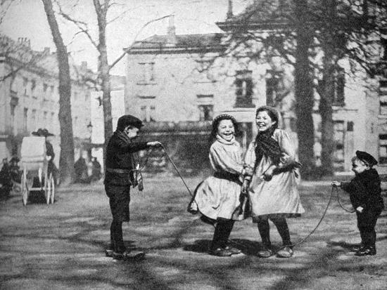fc-davis-children-skipping-in-the-grand-place-bruges-belgium-1922