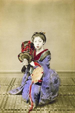 felice-beato-geisha-playing-the-tsuzumi-japan-1882