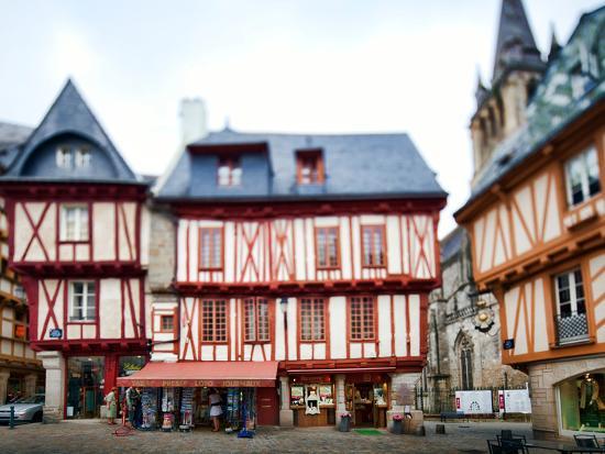 felipe-rodriguez-henry-iv-square-town-of-vannes-departament-de-morbihan-brittany-france