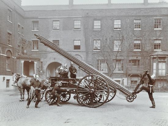 firemen-demonstrating-a-horse-drawm-escape-vehicle-london-fire-brigade-headquarters-london-1910
