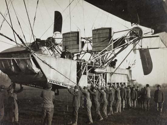 first-world-war-detail-of-an-airship-in-the-italian-army-before-take-off