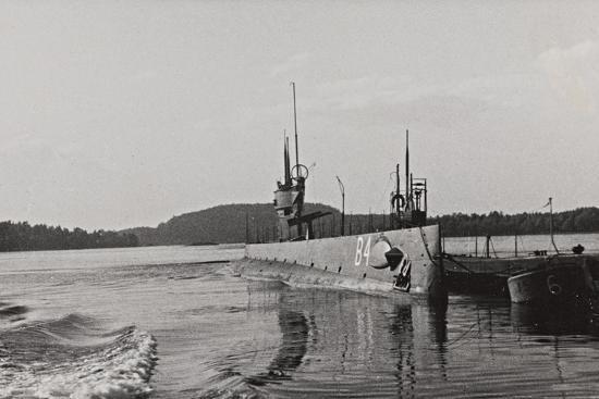 first-world-war-naval-vessel-along-the-dock-of-ostend