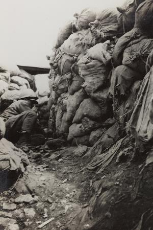 first-world-war-soldier-in-the-trenches