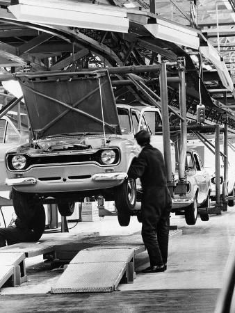 ford-escort-production-line-1973