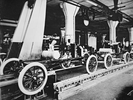 ford-model-t-motor-car-during-manufacture-c-1913