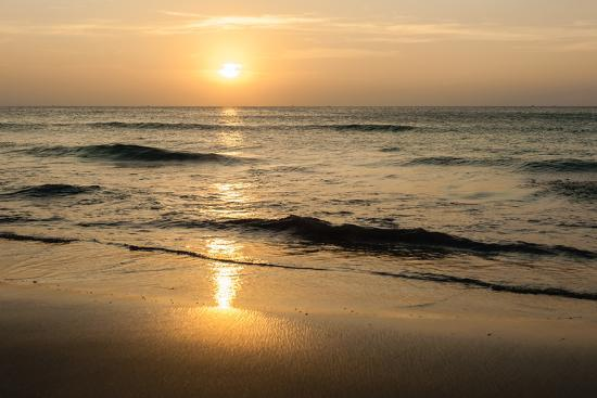 format35-beach-in-sunset-time