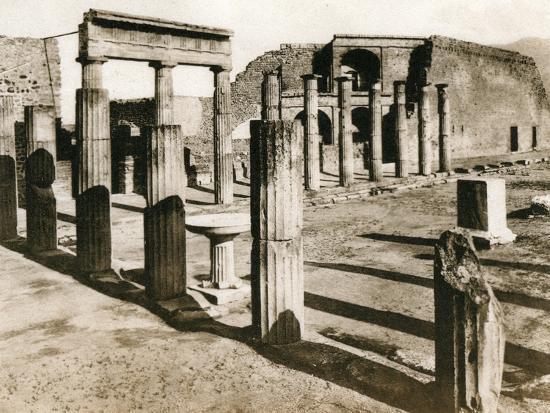 foro-triangolare-pompeii-italy-c1900s