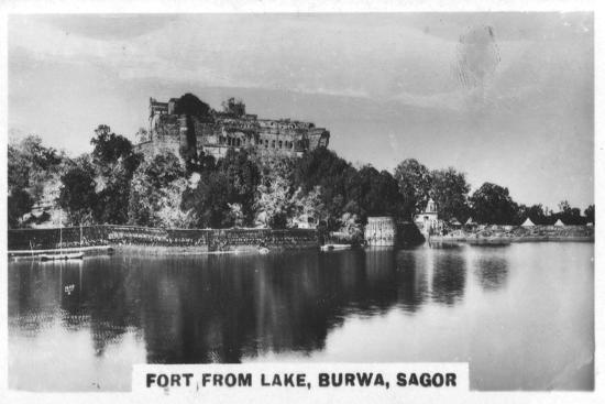 fort-from-the-lake-burwa-sagor-india-c1925