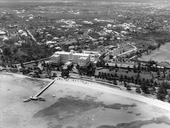 fort-montagu-beach-hotel-bahamas-c-1955