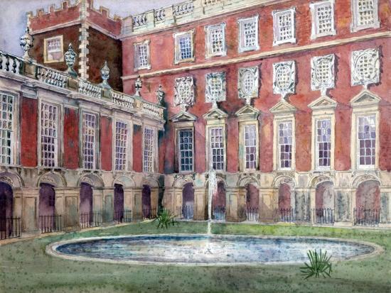 fountain-at-hampton-court-palace